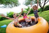 Zwembad met trampoline