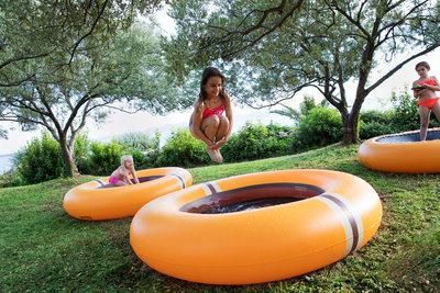 The Shrunks trampoline zwembad